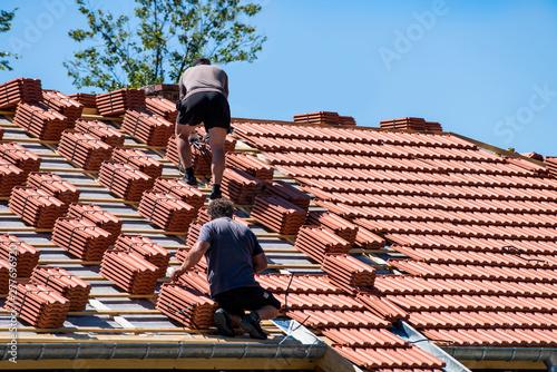 Cuadros en Lienzo renouvellement tuiles sur la toiture