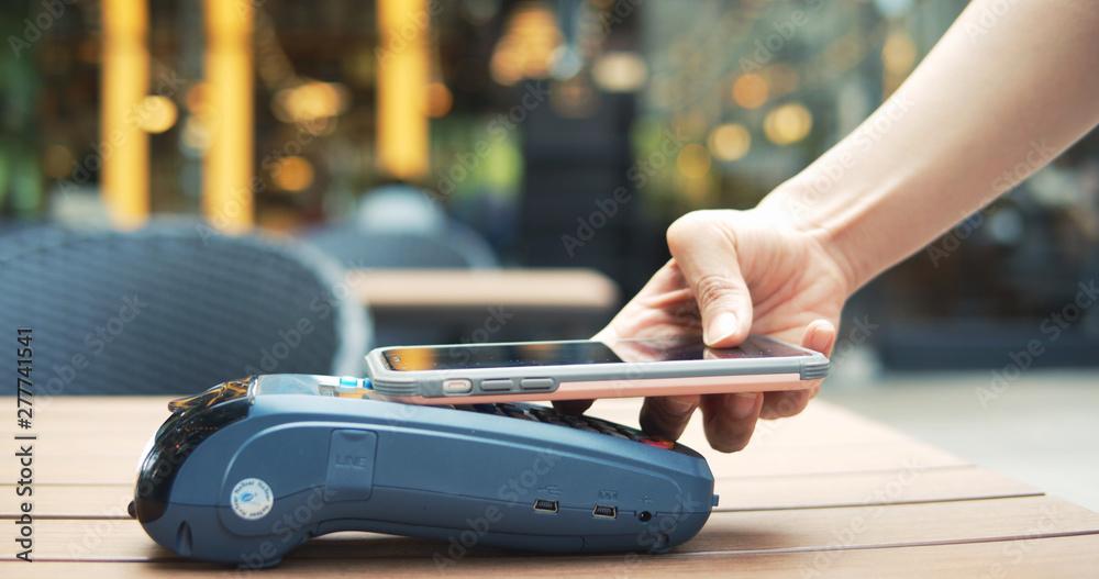 Fotografía  Mobile Payment On Pos Machine