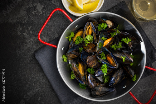 Seafood Dish, Mussels with Parsley,Lemon and White Wine, Top View Canvas-taulu