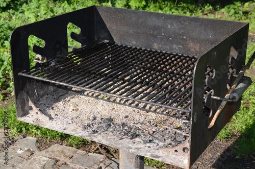 Obraz Gril żeliwny parkowy - fototapety do salonu