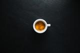 Fototapeta Kawa jest smaczna - Cup of fresh made coffee served in cup