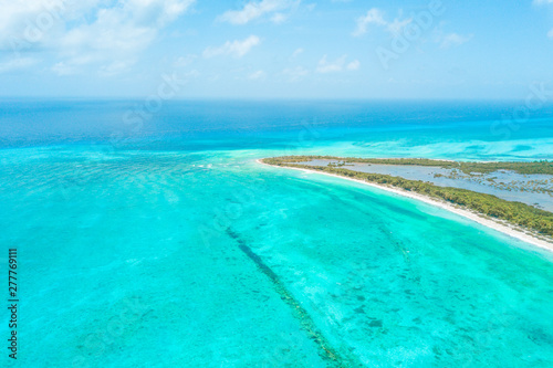 Foto auf Gartenposter Reef grun Beautiful aerial view of Cozumel Island in the Mexican Caribbean