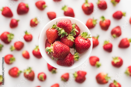 Poster Amsterdam top view of sweet and red strawberries on white bowl