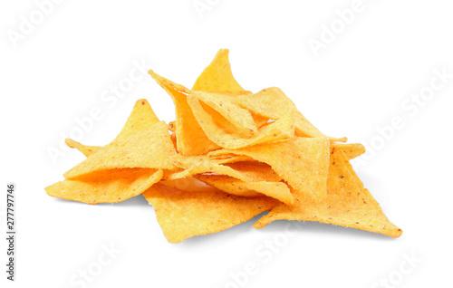 Fotografía  Tasty Mexican nachos chips on white background