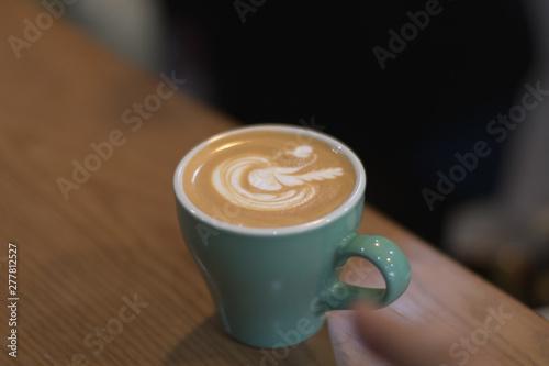 Photo  Hot Coffee latte with beuatiful milk foam.