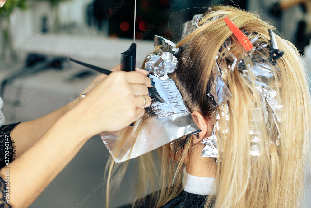 Fototapety, obrazy: stylist's work with the hair of a girl in a beauty salon