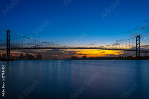 Photo International Ambassador Bridge over the Detroit River between United States and Canada