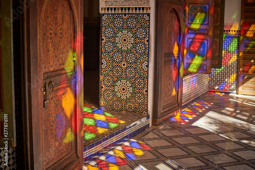 Fotomural  Beutifuly decorated walls and floors with the traditional Morroccan mosaic
