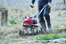 家庭菜園の耕運機