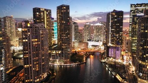 Fotografía  Brickell Key Into Miami River