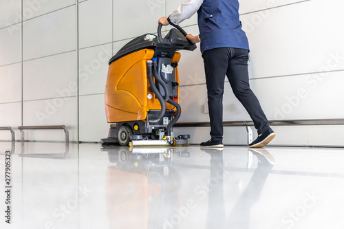 Fotomural  cleaning floor with machine