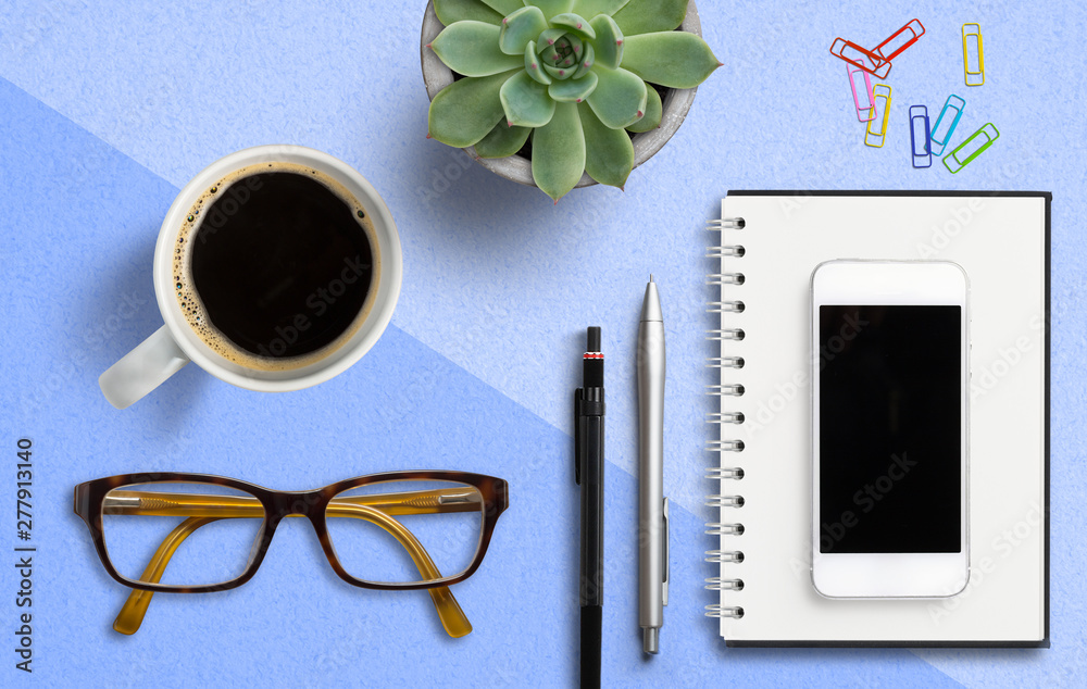 Fototapety, obrazy: coffee cup with notepad, smartphonem, pen and paper clips on paper background