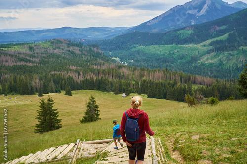 Photo  droga po schodach prowadzi na polanę