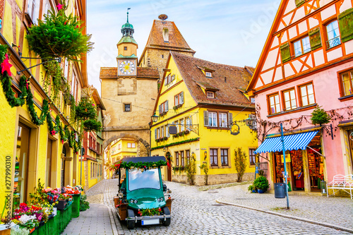 Cadres-photo bureau Vintage voitures Touristic retro car on picturesque street, decorated for Christmas holiday in Rothenburg ob der Tauber, picturesque medieval historic town in Bavaria, Germany