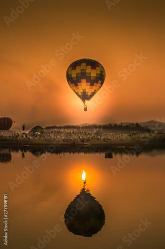 Stampa su Tela hot air balloon over lake at sunset