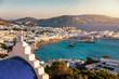 canvas print picture - Blick auf den alten Hafen und die Stadt von Mykonos, Kykladen, Griechenland, mit blauer Kirche und türkisem meer bei Sonnenuntergang