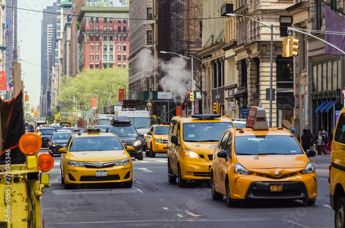 Stickers pour portes New York Street view of medallion yellow cabs in Manhattan New York