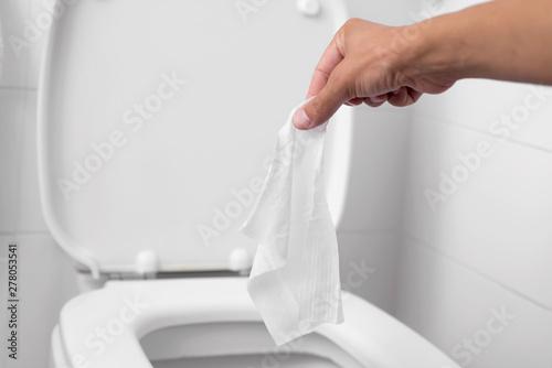 Valokuvatapetti man throwing a wet wipe to the toilet
