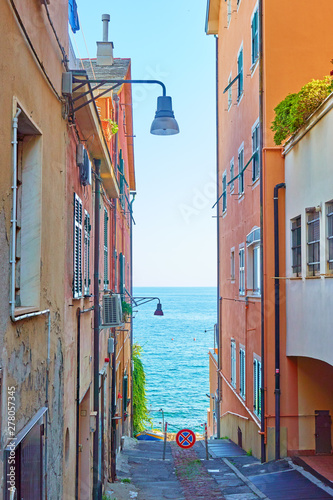 Photographie  Street leading to the sea in Genova Nervi