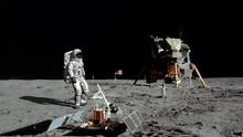 3D Rendering. Astronaut Walkin...