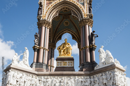 Photo Prince Albert Memorial in London, England, with no people on a sunny day