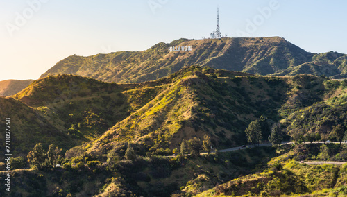 Fotomural Panorama of the Hollywood Hills and Sign in Los Angeles California, USA
