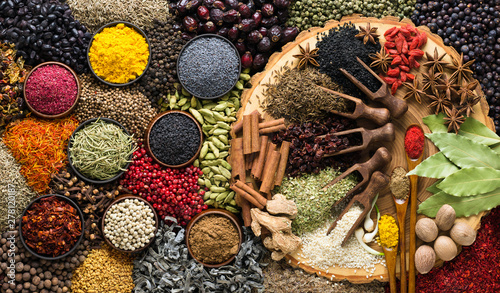 Aromatic herbs and spices background Fotobehang