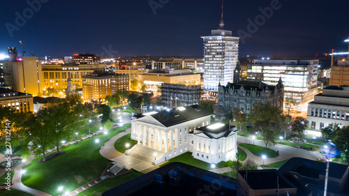 Fotografia Night Lights Illuminate the Virgina Statehouse in Downtown Richmond Virginia