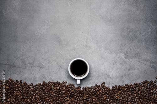 Tuinposter Cafe cup of coffee and beans on concrete background