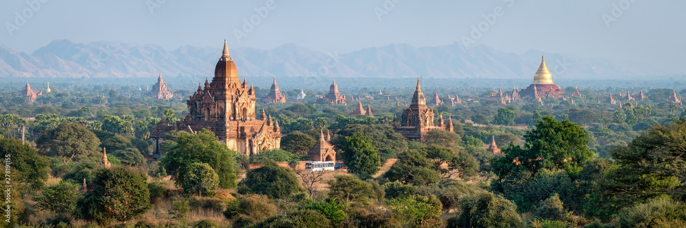 Fototapety, obrazy: Temples and pagodas in Bagan as panorama background