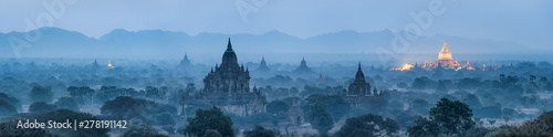 Spoed Fotobehang Landschap Bagan panorama at night with golden Shwezigon pagoda, Myanmar