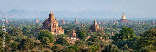 Poster Blauwe hemel Temples and pagodas in Bagan as panorama background