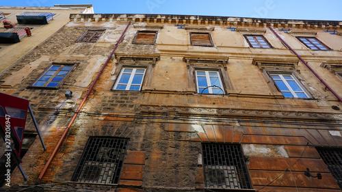 Obraz Palermo, Sycylia, Włochy, stara kamienica, plac - fototapety do salonu
