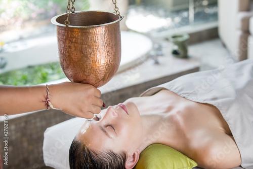 Photo Shirodhara, an Ayurvedic healing technique