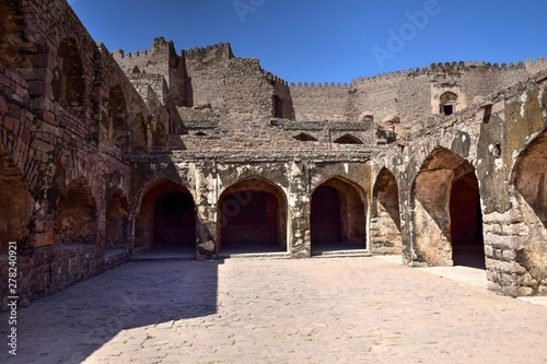 Платно The Golconda Fort in Hyderabad is an ancient seat of the royal rulers of Hyderab