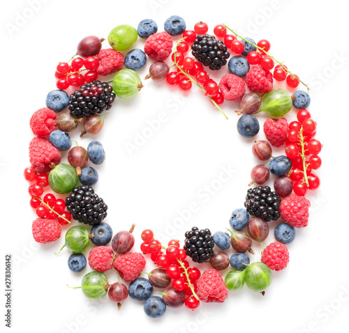circle frame made of berries isolated on white background Wall mural