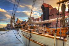 Beautiful Port Crane And The O...