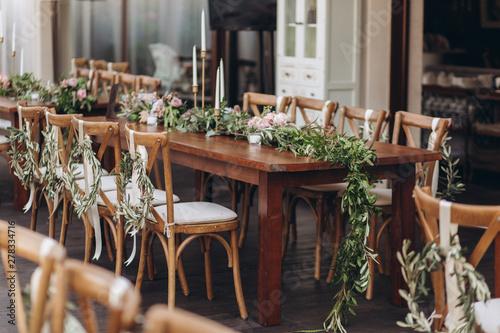 Fotografía  Boho wedding chair with eco decor for guests.