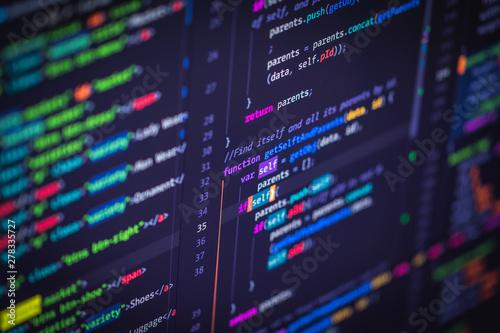Pinturas sobre lienzo  Developer screen with colored website programming code