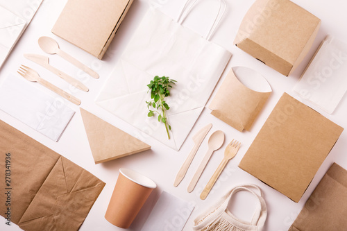 Foto Catering and street fast food paper cups, plates and containers
