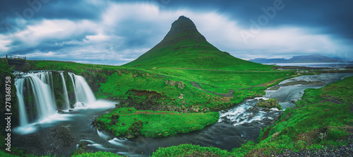 Staande foto Watervallen Kirkjufell mountain and waterfall