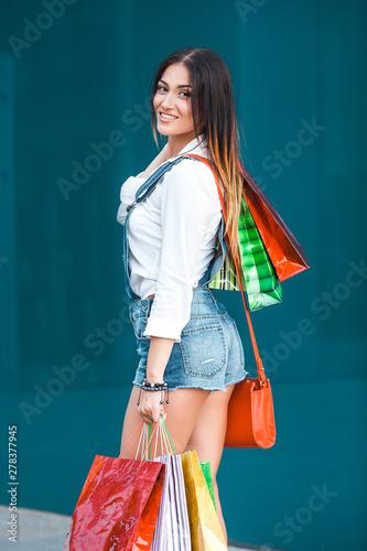 Keuken foto achterwand Vliegtuigen, ballon Young attractive woman shopping and talking on mobile