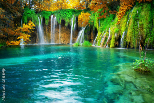 Fototapeten Wasserfalle Exotic waterfall and lake landscape of Plitvice Lakes National Park, UNESCO natural world heritage and famous travel destination of Croatia. The lakes are located in central Croatia (Croatia proper).