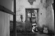 Insight Into A Deserted, Rundo...