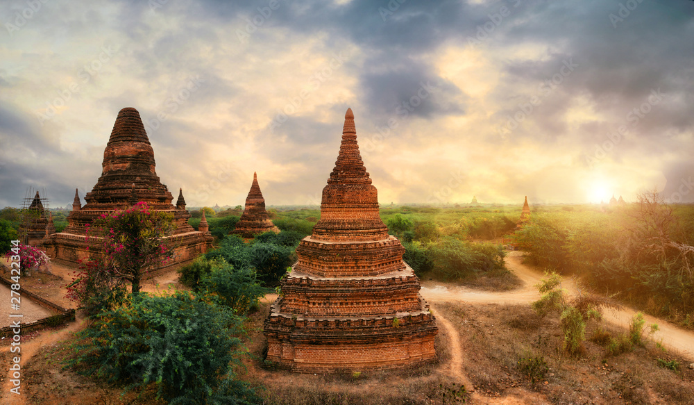 Fototapety, obrazy: View at the bagan historic site. Temples and ruins in the jungle. Concept about travel and landmarks