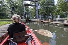 Kanu, Paddelboot Im Kanal Am W...
