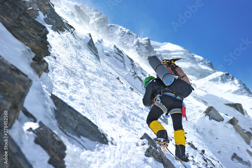 Fotografía Climber reaches the summit of Everest, Nepal