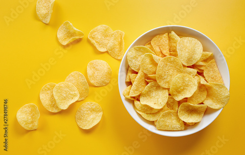 Cuadros en Lienzo Close-Up Of Potato Chips or Crisps In Bowl