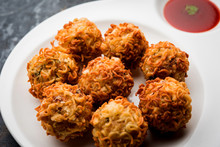 Crispy Noodles/maggie Pakora Or Pakoda Is A Popular Indochinese Street Food Served With Ketchup