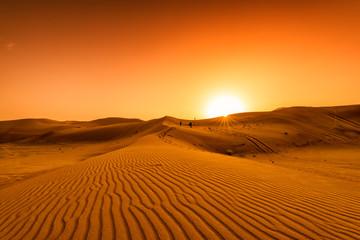 Pustynia, zachód słońca na pustyni, pustynia w Dubaju